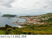 Вид сверху на порт и город Орта, Азорские острова, фото № 3842384, снято 4 мая 2012 г. (c) Юлия Бабкина / Фотобанк Лори
