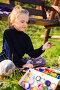 Маленькая девочка-художница рисует на свежем воздухе, фото № 6702964, снято 12 октября 2014 г. (c) Юрий Соколов / Фотобанк Лори