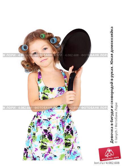 Девочка в бигуди и сковородой в руках. Юная домохозяйка; фото 4082608, фотограф lanych. Фотобанк Лори - Продажа фотографий, иллю