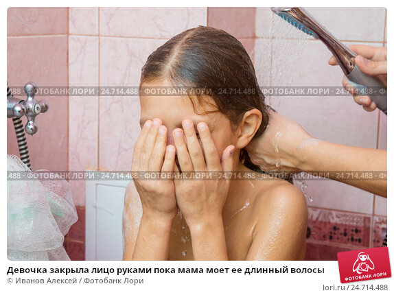 poka-mama-prinimal-dush