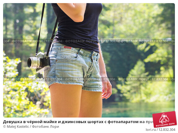 devushka-masturbiruet-v-dzhinsovih-shortah