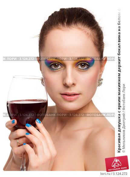 Девушка с макияжем на фоне