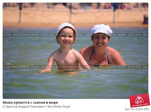 Сын купается с мамой 15 фотография