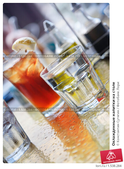Охлажденные напитки на столе, фото 1538284.