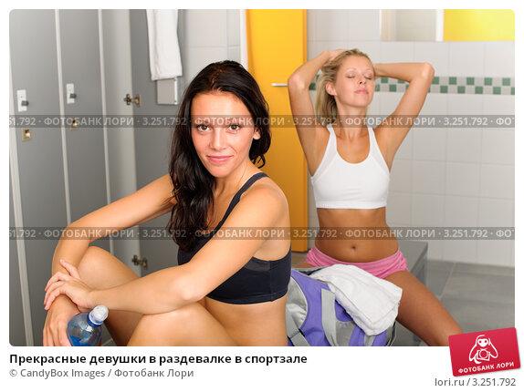 golie-modeli-pered-semkoy-foto