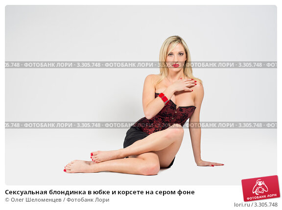 seksualnie-blondinki-v-yubkah