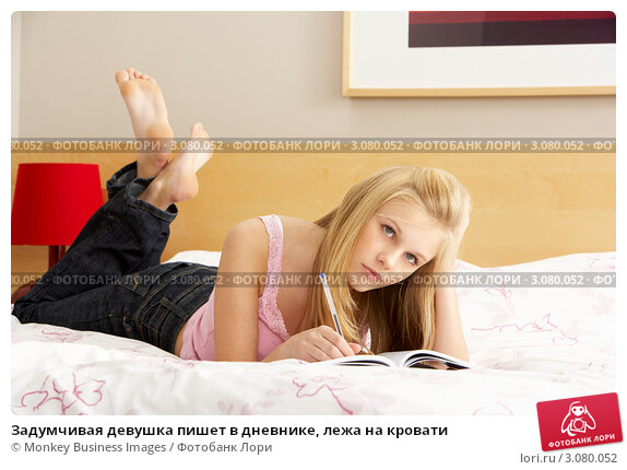 devushki-gruppoy-i-pisaet