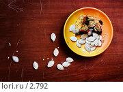 Купить «Тарелка с семенами тыквы и сладкого перца», фото № 2792, снято 24 мая 2019 г. (c) Лисовская Наталья / Фотобанк Лори