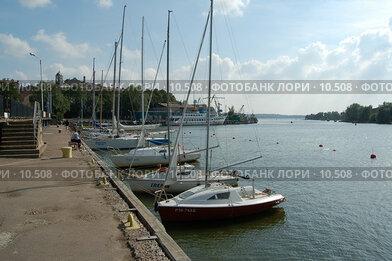 Купить «Выборг. Набережная. Яхты у пристани», фото № 10508, снято 25 августа 2006 г. (c) Макс Тормышев / Фотобанк Лори