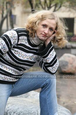 Купить «Девушка в полосатом свитере», эксклюзивное фото № 13220, снято 22 октября 2006 г. (c) Ирина Терентьева / Фотобанк Лори