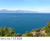 Купить «Море и мыс вдали», фото № 13924, снято 6 ноября 2006 г. (c) Маргарита Лир / Фотобанк Лори