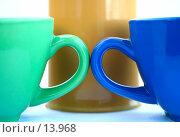 Купить «Желтая, зеленая и синяя кружки на белом фоне», фото № 13968, снято 1 июля 2006 г. (c) Ольга Красавина / Фотобанк Лори