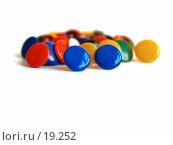 Купить «Разноцветные канцелярские кнопки», фото № 19252, снято 11 февраля 2007 г. (c) only / Фотобанк Лори