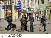 Сотрудники милиции проверяют документы (2006 год). Редакционное фото, фотограф Алексей Котлов / Фотобанк Лори