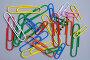 Разноцветные большие и маленькие канцелярские скрепки, фото № 25844, снято 19 марта 2007 г. (c) Юрий Синицын / Фотобанк Лори