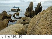 Купить «Приморское побережье, скалы», фото № 26420, снято 16 октября 2018 г. (c) Владимир Серебрянский / Фотобанк Лори