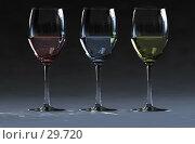 Три бокала с вином. Стоковая иллюстрация, иллюстратор Дмитрий Трубников / Фотобанк Лори