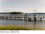 Купить «Велосипедист едет по причалу на Мазурских озерах», фото № 38516, снято 10 июня 2006 г. (c) Дмитрий Доможиров / Фотобанк Лори