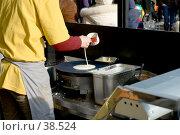 Купить «Выпечка блинов на Масленицу», фото № 38524, снято 18 февраля 2007 г. (c) Дмитрий Доможиров / Фотобанк Лори