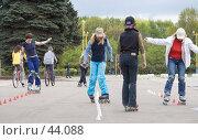 Купить «Тренировка фигурного катания на роликовых коньках», фото № 44088, снято 13 мая 2007 г. (c) Юрий Синицын / Фотобанк Лори