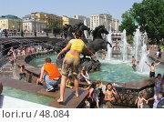 Купание в фонтане (2005 год). Редакционное фото, фотограф дмитрий / Фотобанк Лори