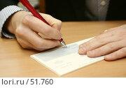 Купить «Мужская рука подписывает чек в офисе», фото № 51760, снято 6 марта 2007 г. (c) Останина Екатерина / Фотобанк Лори