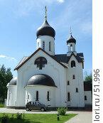 Купить «Храм в честь Новомучеников Подольских. На территории», фото № 51996, снято 12 июня 2007 г. (c) Тим Казаков / Фотобанк Лори