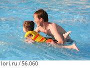 Купить «Папа учит сына плавать», фото № 56060, снято 16 января 2007 г. (c) Останина Екатерина / Фотобанк Лори