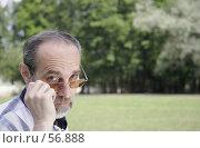 Купить «Мужчина средних лет с серьезным взглядом», фото № 56888, снято 18 сентября 2019 г. (c) Леонид Козлов / Фотобанк Лори