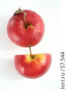 Купить «Два красных яблока в каплях воды», фото № 57544, снято 7 мая 2007 г. (c) Останина Екатерина / Фотобанк Лори