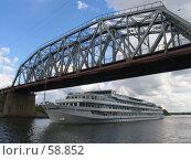 Мост и теплоход. Стоковое фото, фотограф дмитрий / Фотобанк Лори