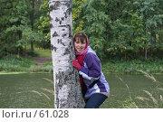 Купить «Девушка у берёзки», эксклюзивное фото № 61028, снято 16 сентября 2006 г. (c) Natalia Nemtseva / Фотобанк Лори