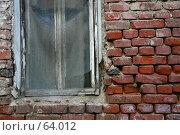 Купить «Окно в старом кирпичном доме. выщербленные кирпичи.», фото № 64012, снято 10 апреля 2005 г. (c) Harry / Фотобанк Лори