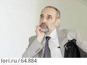 Купить «Задумавшийся офисный работник», фото № 64884, снято 21 июня 2018 г. (c) Леонид Козлов / Фотобанк Лори