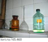 Купить «Химическая лаборатория: химикаты и стеклянная посуда», эксклюзивное фото № 65460, снято 26 июля 2007 г. (c) Татьяна Юни / Фотобанк Лори