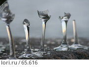 Разбитые свадебные бокалы. Стоковое фото, фотограф Анастасия Смокотина / Фотобанк Лори