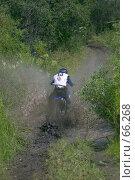 Купить «Мотоциклист эндуро преодолевающий  грязь», фото № 66268, снято 14 августа 2018 г. (c) Талдыкин Юрий / Фотобанк Лори