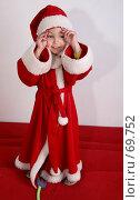 Купить «Радостный малыш в костюме Санта-Клауса поправляет колпак», фото № 69752, снято 4 июня 2007 г. (c) Harry / Фотобанк Лори