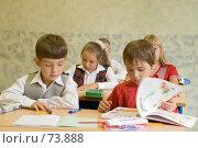 Купить «Школьники на уроке», фото № 73888, снято 19 августа 2007 г. (c) Павел Гаврилов / Фотобанк Лори