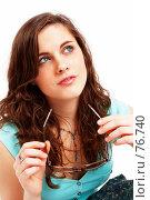 Купить «Красивая брюнетка с очками в руке», фото № 76740, снято 1 апреля 2007 г. (c) Михаил Лавренов / Фотобанк Лори