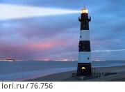 Свет маяка в сумерках. Стоковое фото, фотограф Михаил Лавренов / Фотобанк Лори