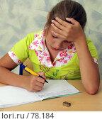 Купить «Школьница пишет в тетради», фото № 78184, снято 19 августа 2007 г. (c) Татьяна Белова / Фотобанк Лори