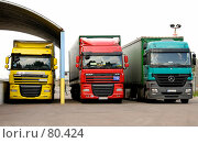 Купить «Грузовые автомобили на таможенном терминале», фото № 80424, снято 6 сентября 2007 г. (c) Константин Покровский / Фотобанк Лори