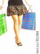 Купить «Девушка делает покупки», фото № 83084, снято 14 мая 2007 г. (c) Андрей Армягов / Фотобанк Лори