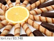 Купить «Трубочки с кремом и долька апельсина», фото № 83748, снято 9 января 2007 г. (c) Александр Паррус / Фотобанк Лори