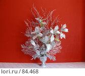 Купить «Серебряные цветы на красном», фото № 84468, снято 15 сентября 2007 г. (c) Геннадий Соловьев / Фотобанк Лори