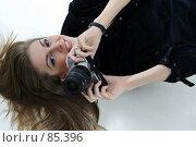 Купить «Девушка с фотокамерой», фото № 85396, снято 8 февраля 2006 г. (c) Михаил Мандрыгин / Фотобанк Лори