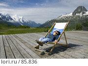 Купить «Мальчик в шезлонге в горах», фото № 85836, снято 17 июня 2007 г. (c) Юлия Кузнецова / Фотобанк Лори