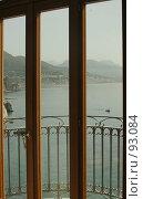 Купить «Вид на море и горы из окна балкона. Триптих», эксклюзивное фото № 93084, снято 23 мая 2006 г. (c) Татьяна Белова / Фотобанк Лори