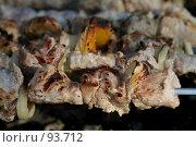 Купить «Мясо, жаренное на углях», фото № 93712, снято 7 июля 2007 г. (c) Елена Мельникова / Фотобанк Лори